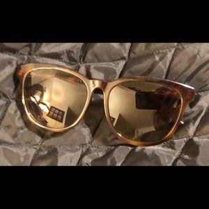 Ladies Gucci Sunglasses w/ Gucci Case NWOT